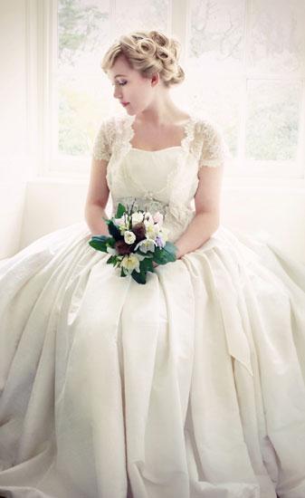 مدل های مختلف لباس عروس و یقه لباس عروس