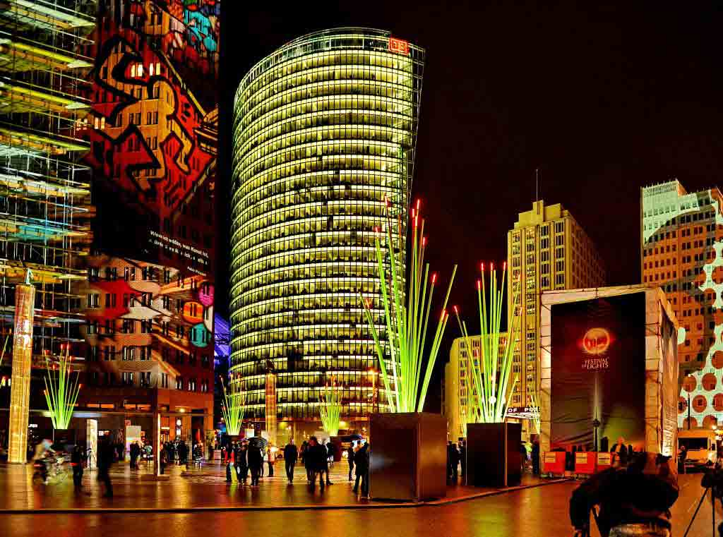 برلین پر از نور های رنگی