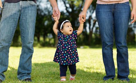 اولین قدم های کودک خود را جشن بگیرید