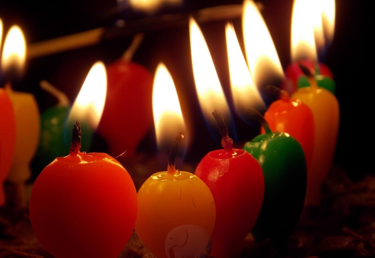 چرا روی کیک شمع روشن میکنیم