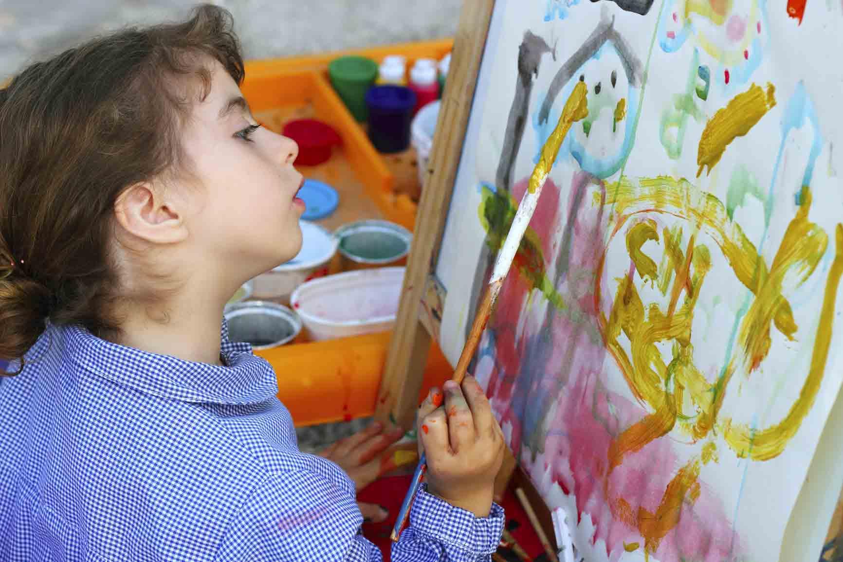 ایجاد بستر مناسب برای کودکان در زمینه های هنری