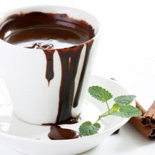 طرز تهیه شکلات داغ خاص با طعم دارچین و نعنا