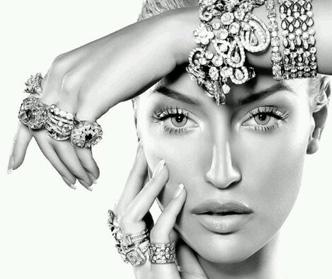 جواهرات مناسب با رنگ و مدل لباس