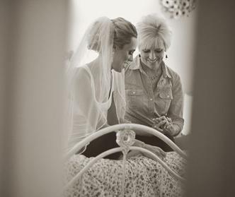 انتخاب لباسی شکیل برای مادر عروس
