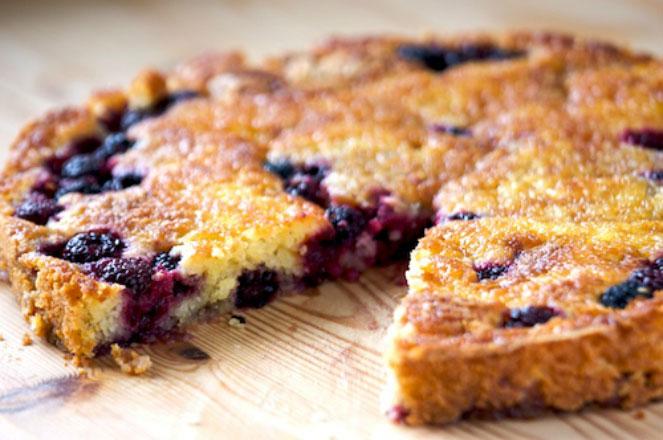 طرز تهیه کیک تمشک و سیب ترش