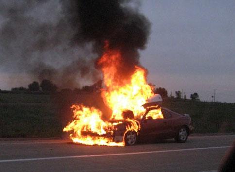 هزینه صد و پنجاه میلیون تومانی وآتش زدن خودروی زانتیا برای جشن میلیاردر شدن