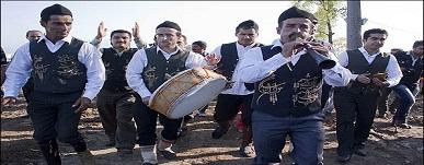 جشن خرمن یکی از جشن های شمال ایران است که مردان شرکت کننده در آن به اجرای برنامه های آیینی می پردازن