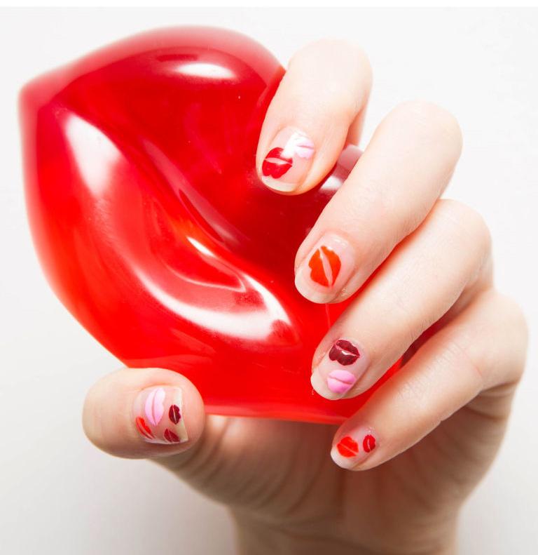 طراحی برای ولنتاین روی ناخن