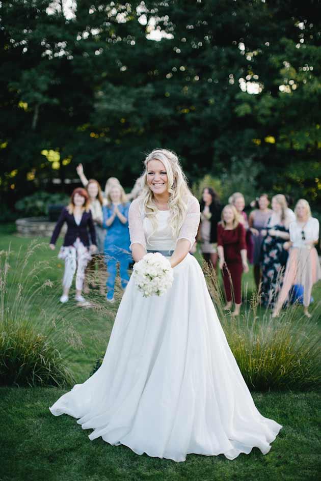 پرت کردن دسته گل عروس