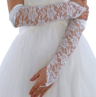 یک جفت دستکش سفید،شکوه لباس شما را چندین برابر می کند