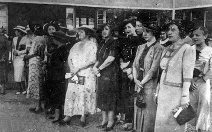 بانوی ارشد فتحعلی شاه ،یک مهمانی ترتیب داد با حضور الیزابت مک نیل
