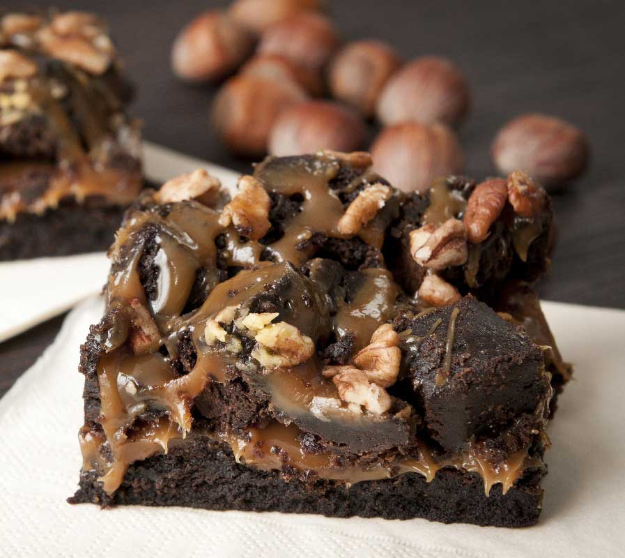طرز تهیه براونیِ کاراملی-شکلاتی