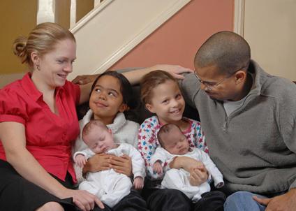 تولد دو دوقلوی سیاه سفید در یک خانواده
