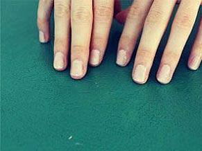 با این چند روش ساده ،ناخن خود را در منزل مانیکور کنید