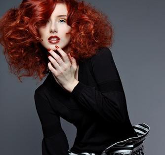 داشتن موهایی به رنگ قرمز و شرابی