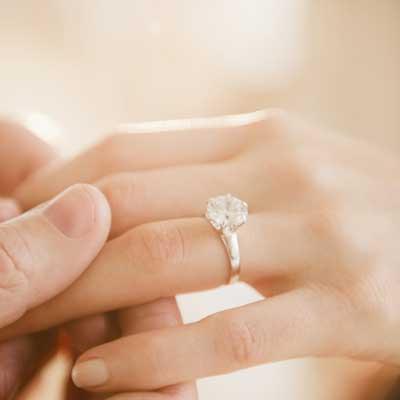 حلقه نامزدی برای خانم ها
