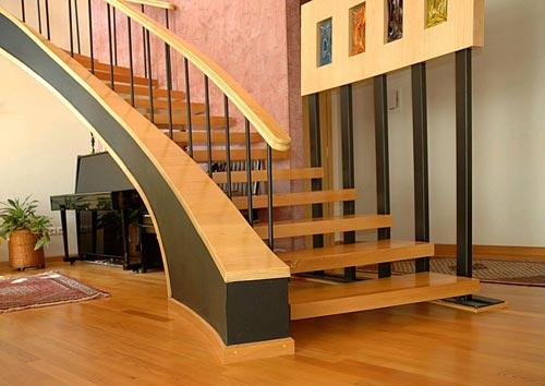 پلههای چوبی و ملزومات
