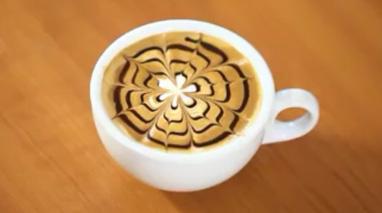 تزیینات روی قهوه با شیر