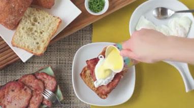 طرز تهیه تخم مرغ و بیکن برای صبحانه